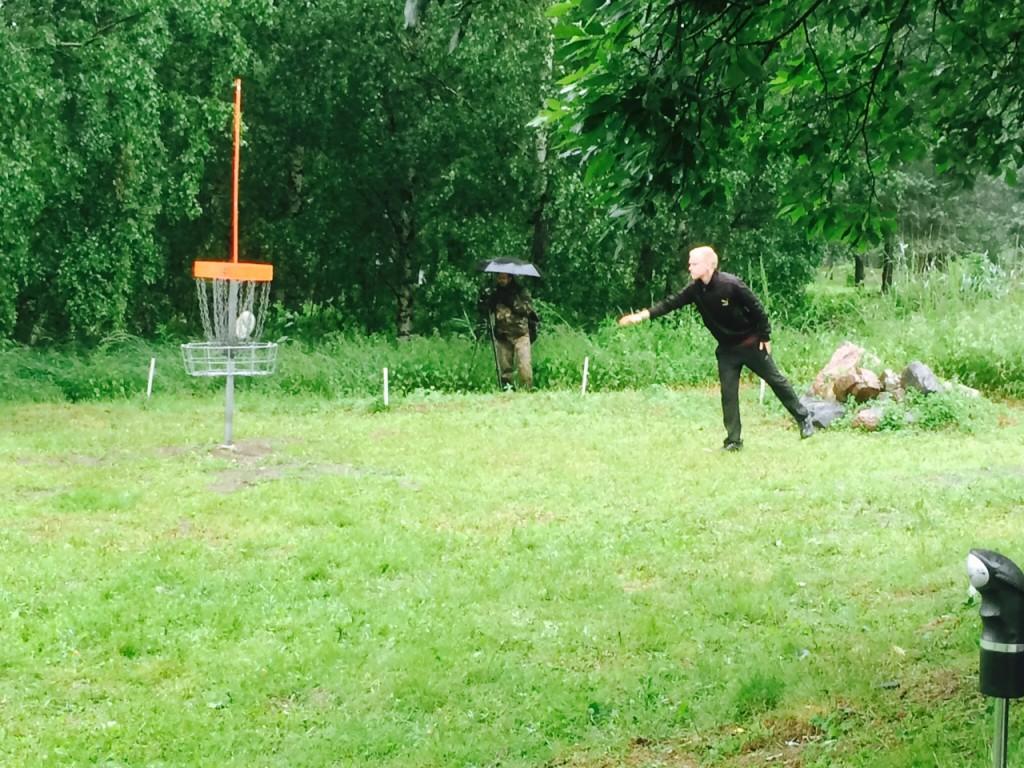 Pasi Koivulla oli finaalin alussa johtoasema, mikä kuitenkin suli sateeseen