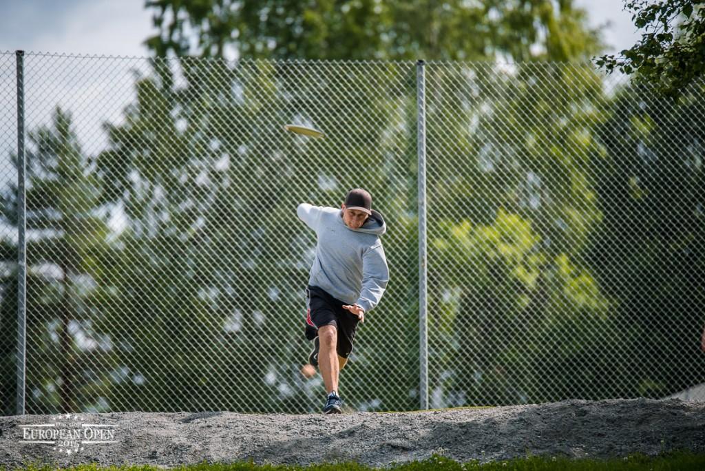 Arttu Sikanen kärsi keskiviikkona ruokamyrkytyksestä ja torstaina hän pelasi itsensä kakkosryhmään. Kuva: Innova Champion Europe