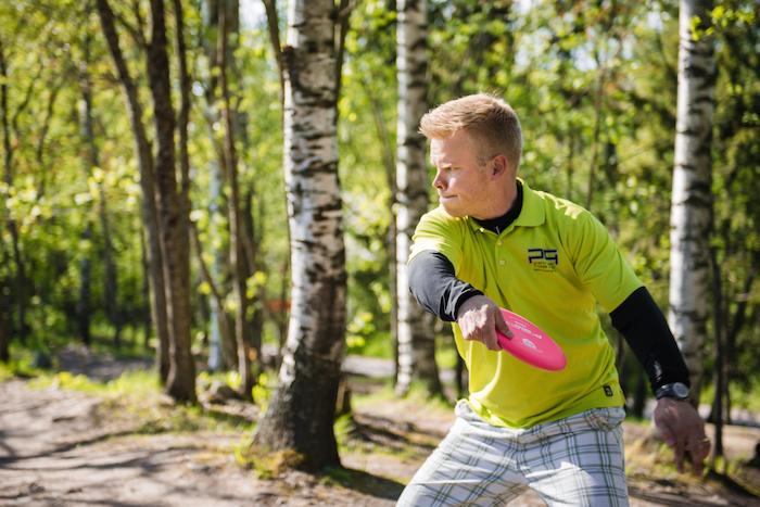 Puisemmilla väylillä Hirsimäki on vahvoilla tarkkuutensa ansiosta. Kuva: Innova Champion Europe.