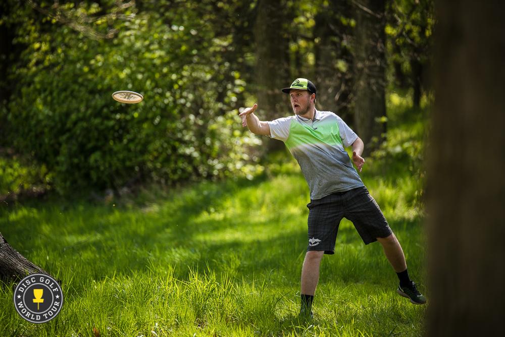 Karl Johan Nybo laittoi kampoihin, mutta menetti kruununsa Konopisteessä. Kuva: Eino Ansio / Disc Golf World Tour
