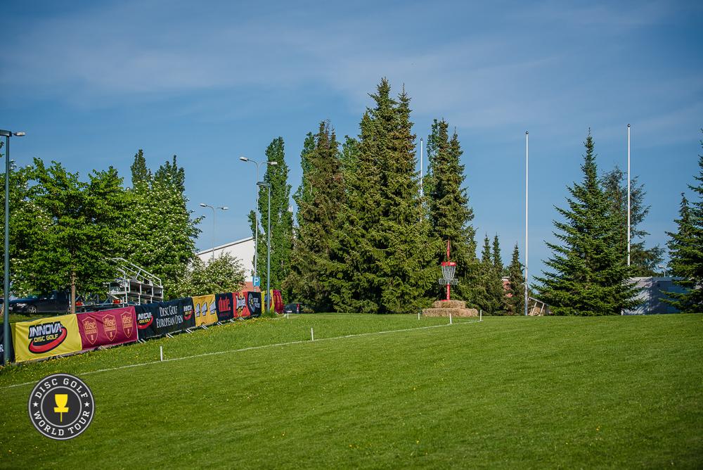 Radan päätösväylä osoittautui hankalaksi selätettäväksi lähes kenelle tahansa. Kuva: Disc Golf World Tour / Eino Ansio