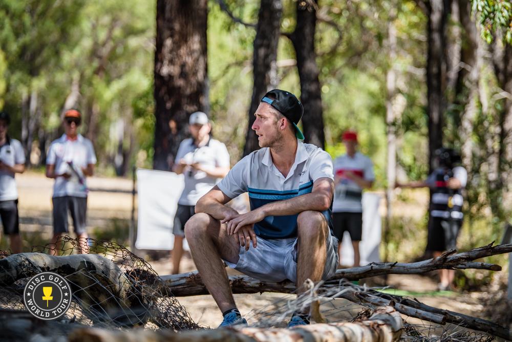 Ricky Wysocki hengähtää varjossa Perthin polttavassa kuumuudessa. Kuva: DGWT / Eino Ansio